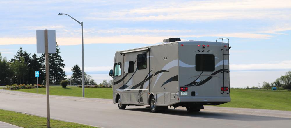 לטייל באמריקה בגדול עם קרוואן אוטובוס