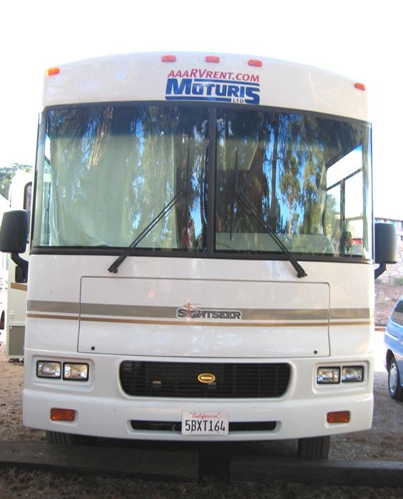 טיול בקרוואן אוטובוס אמריקאי הוא חוויה אחרת, בזכות חלונות פנורמיים ענקיים
