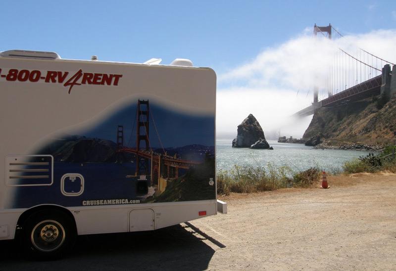 עם הקרוואן בסן פרנסיסקו, ליד הגולדן גייט