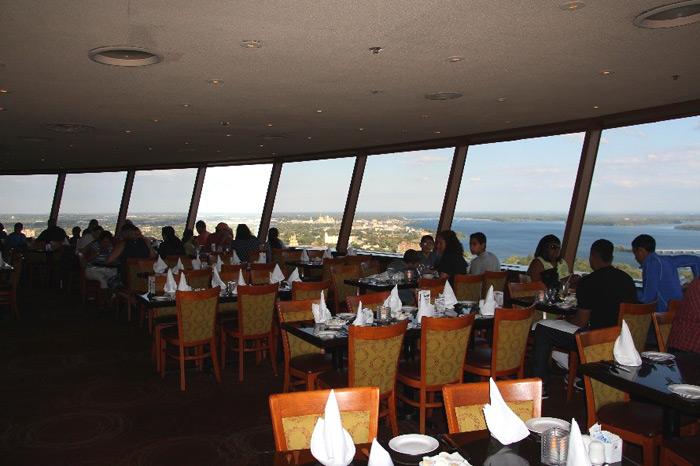 המסעדה בראש מגדל התצפית Skylon Tower