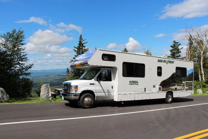הגענו עם הקרוואן לקמפינג לרגלי הר וויטפייס Whiteface הגבוה ברכס הרי האדירונדק