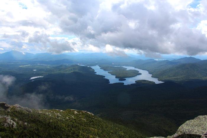תצפית מפיסגת הר ווייטפייס, הגבוה ביותר ברכס הרי האדירונדק