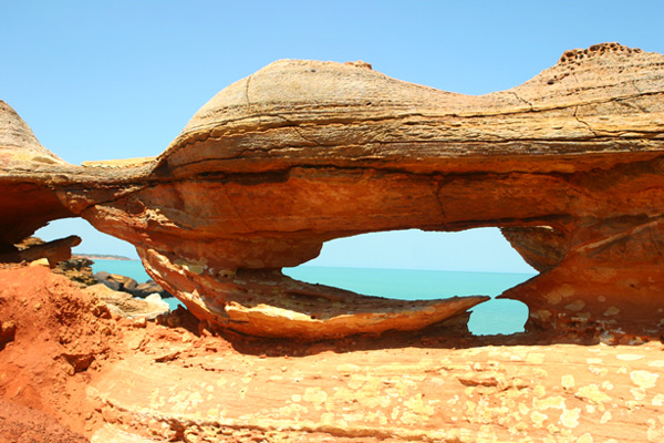 סלעים בחוף של ברום