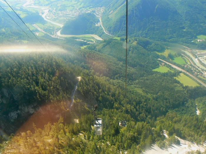 רכבל באלפים עם נוף מדהים