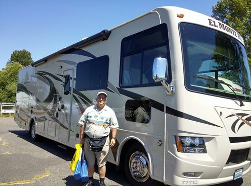 טיול זוגי בקרוואן אוטובוס בצפון אמריקה לכבוד יום הולדת 60