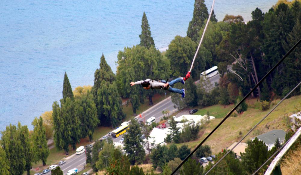 קפיצות באנג'י הוא ללא ספק ספורט האקסטרים המפורסם והמפחיד מכולם ובניו זילנד הוא הפך לפעילות שגרתית למדי