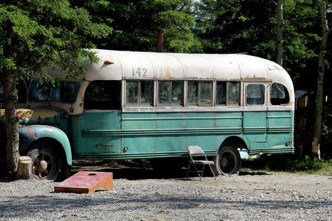 אוטובוס ישן באלסקה