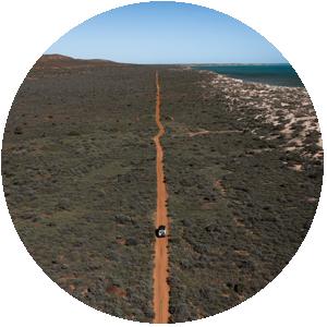 מחפשים טיול הרפתקני ומאתגר? צאו למסע בנהיגה עצמית בערבות אוסטרליה עם קמפר 4X4!
