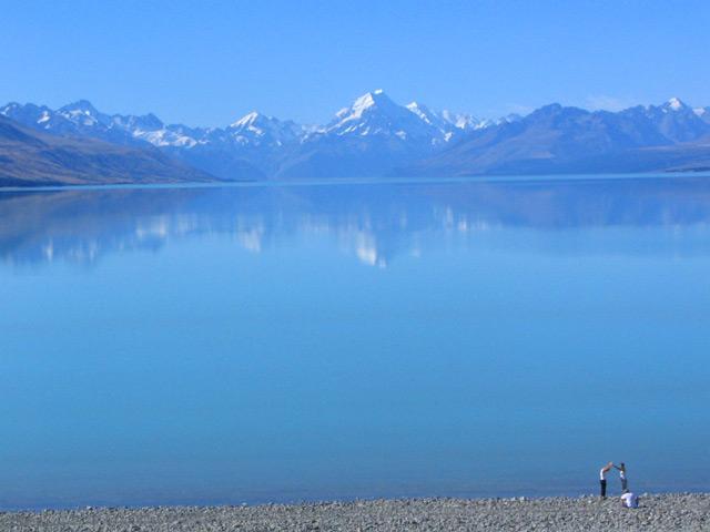 אגם מדהים בניוזילנד