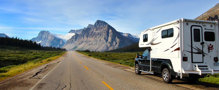Truck Camper טנדר ועליו מולבשת יחידת מגורים