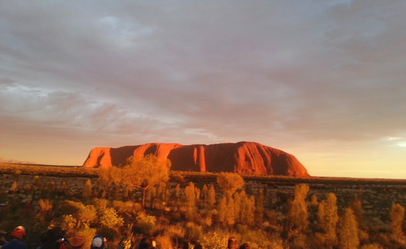 סלע האולורו Uluru בשקיעה, מראה מרהיב במיוחד